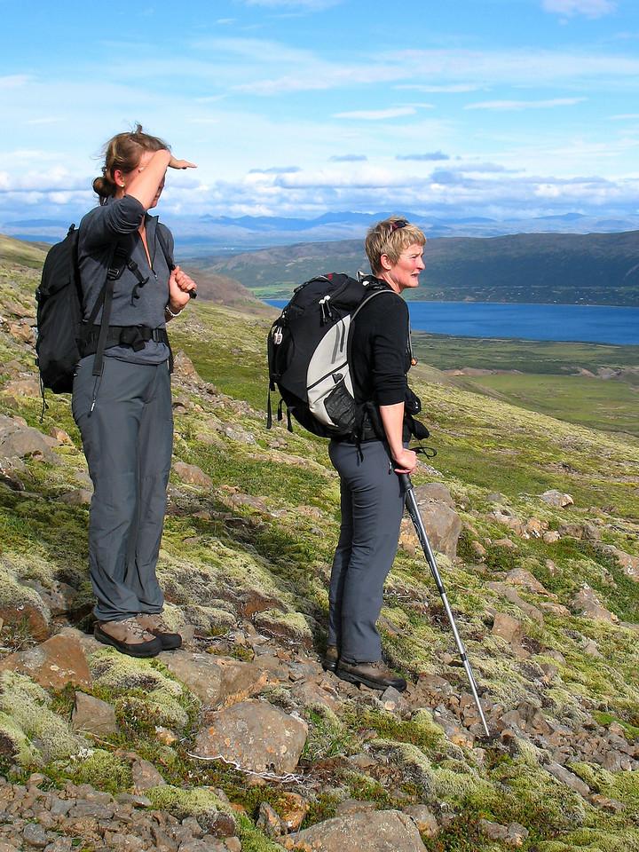 Unnur og Sigríður listast um.