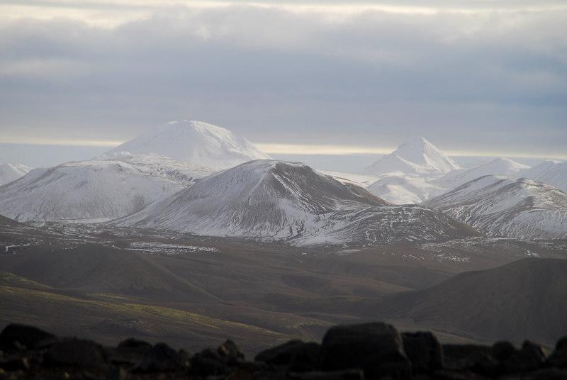 Horft austur til Háskerðings og Skerínefs.