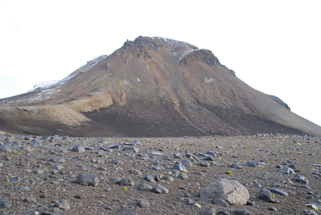 """Horft til """"Suðra"""" eins og Ari Trausti kallar syðsta fjallið í Rauðufossafjöllum. Þarna upp var förinni heitið."""