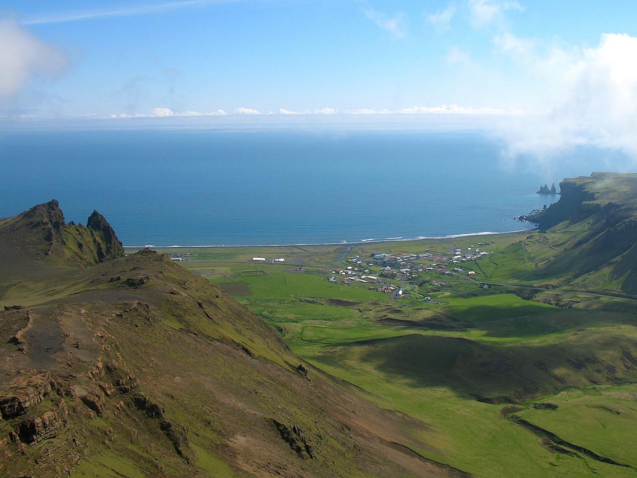 Að lokum fallegt útsýni yfir þorpið í Vík - þarna má segja að þessari ágætu helgi hafi lokið.