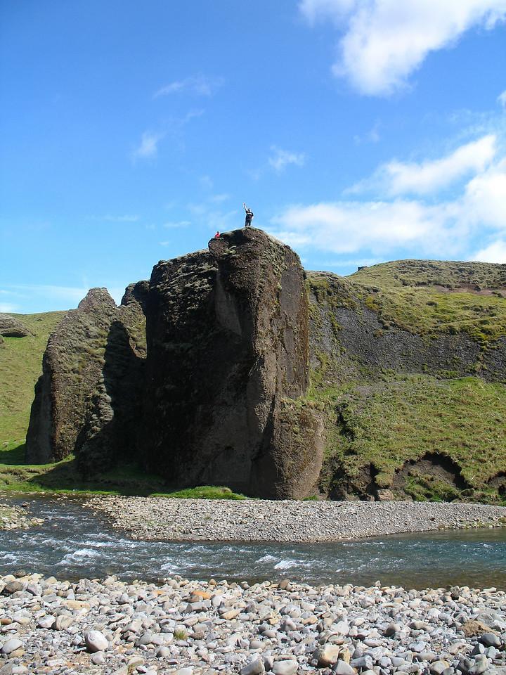 Maðurinn sem alltaf rétti upp handlegg ef beint var að honum myndavél!