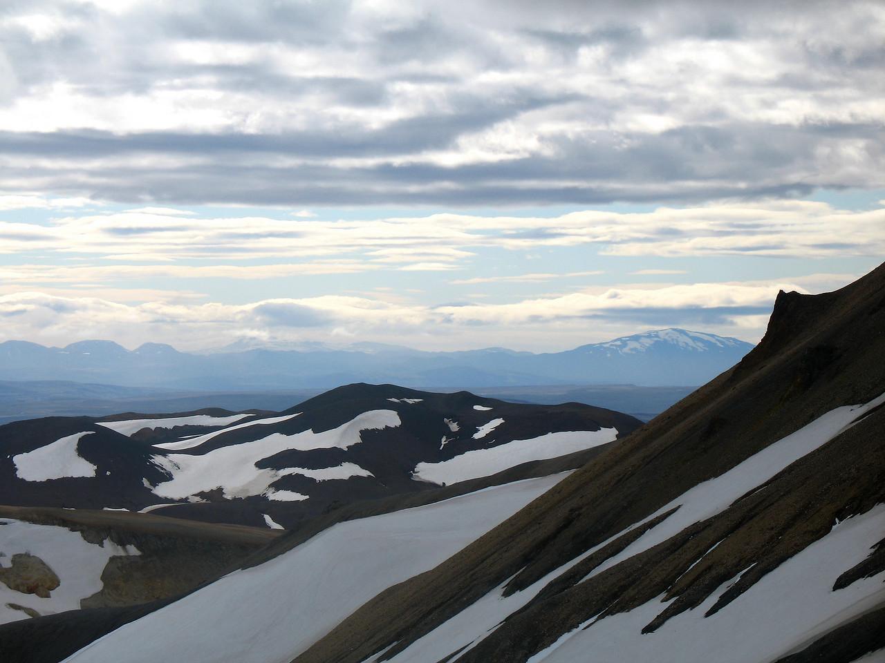 Rauðufossafjöll og Hekla séð úr hlíðum Loðmundar.