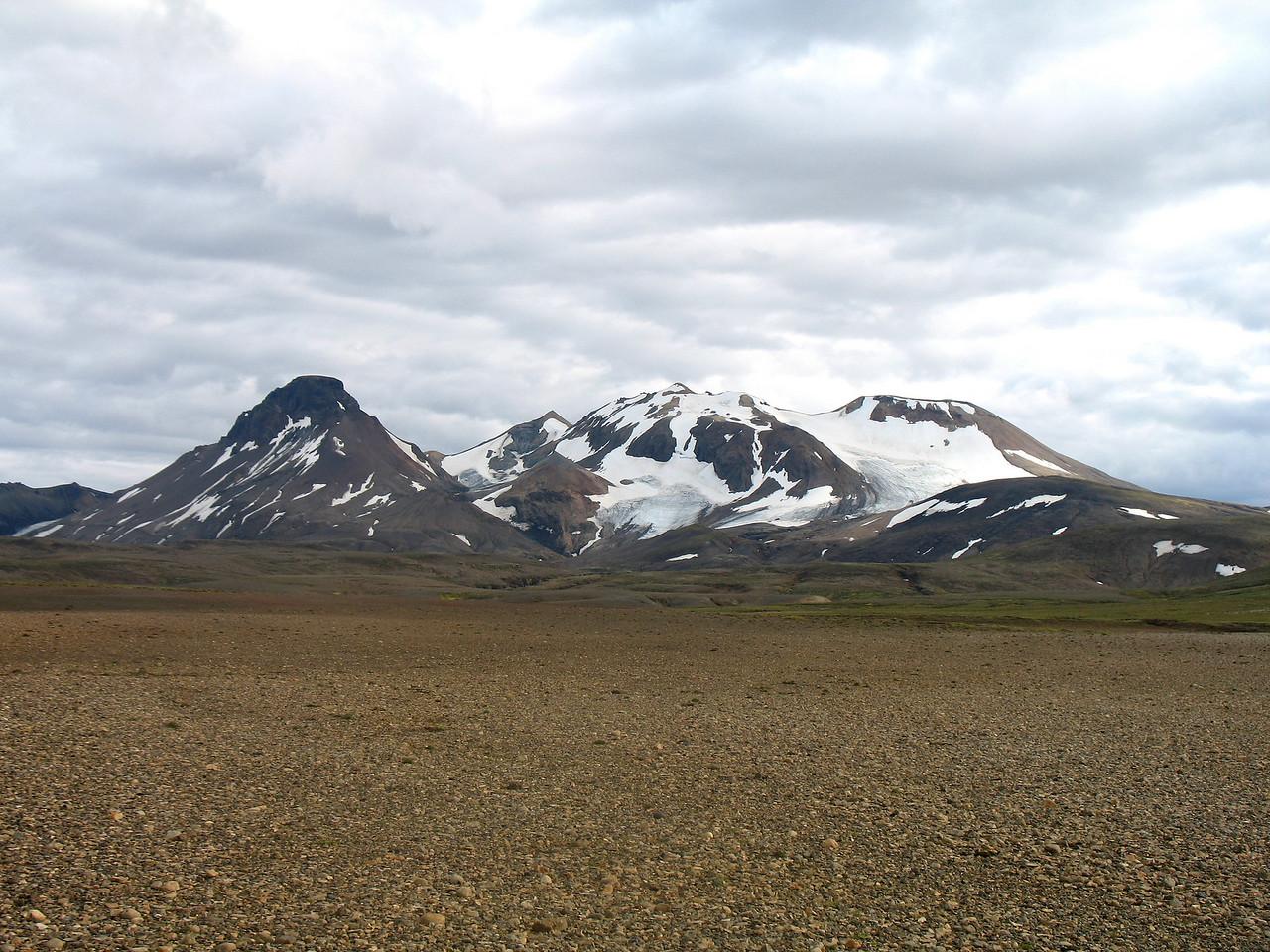 Að fjallgöngunni lokinni fórum við í bíltúr, ókum leiðina sem ligur í Setrið. Hér sjást fjöllin, Loðmundur, Snót, Snækollur og Fannborg.