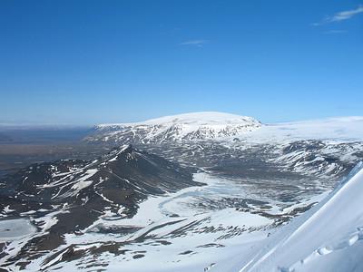 Önnur felumynd af Hafrafelli og Eiríksjökli. Þjófakrókur næst (hægra megin við Hádegisfellið).
