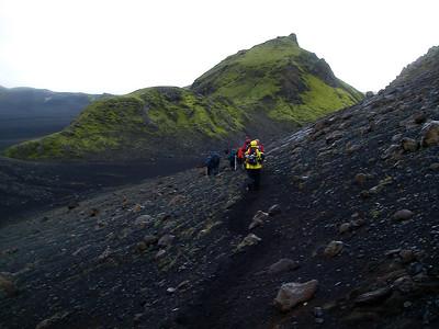Gengið milli Útigönguhöfðanna.