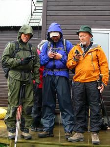Græjusjúklingarnir bera saman bækur sínar við upphaf ferðar.