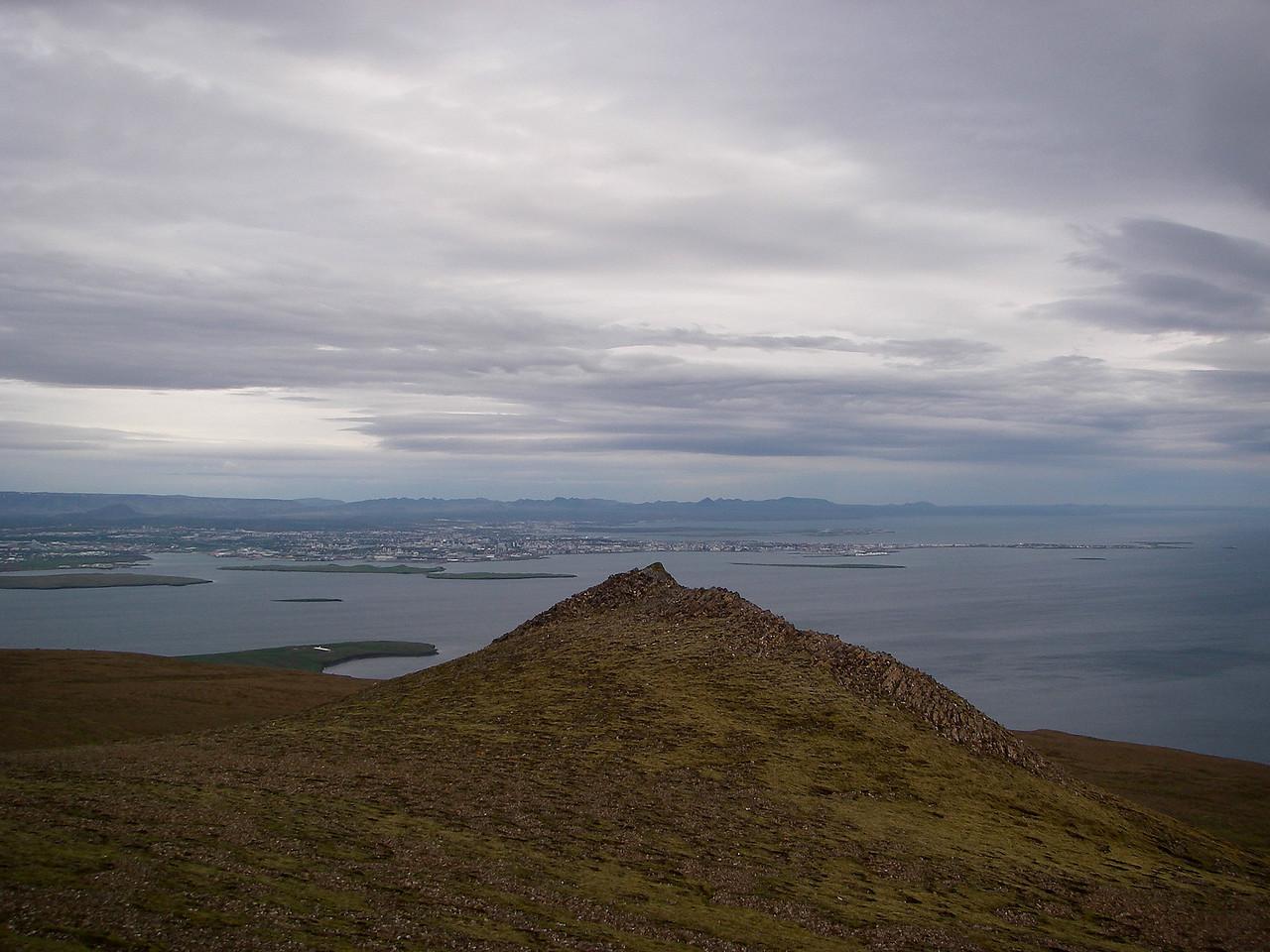 Reykjavík sést hér yfir lægri Smáþúfuna.