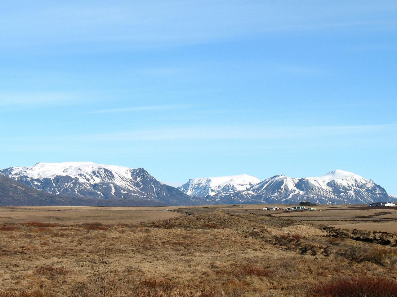 Á leið austur tók ég þessa mynd af Rauðafelli, Hlöðufelli og Högnhöfða.