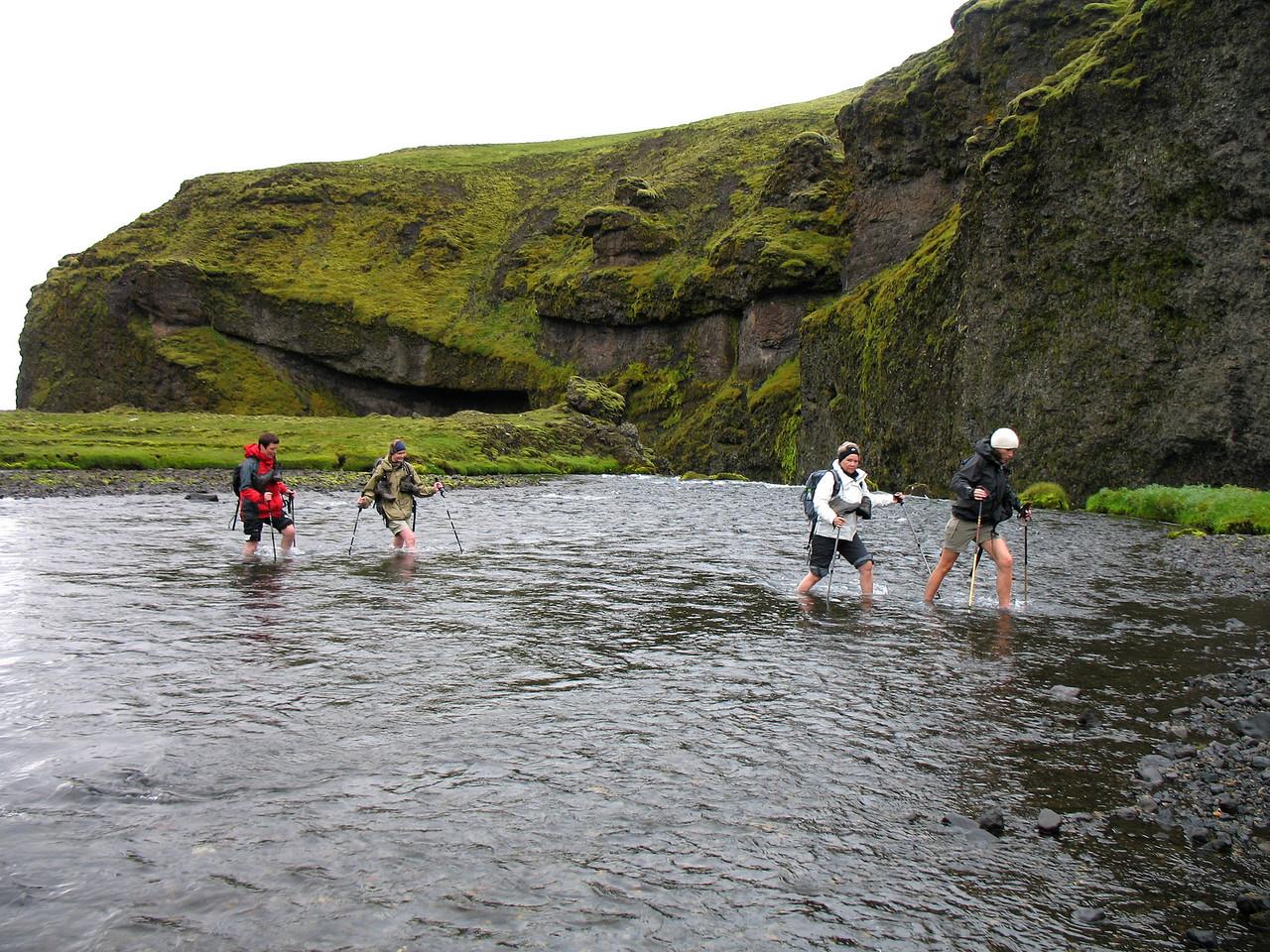 Syðri-Ófæra vaðin á leið í Álftavatnakrók. Það var lítið í henni þarna en daginn eftir var hún vatnsmeiri.