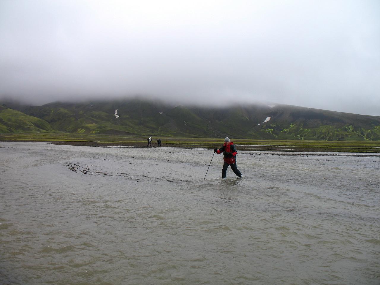 Hólmsá vaðin - hún var ansi köld og breið þótt ekki væri hún sérstaklega djúp.