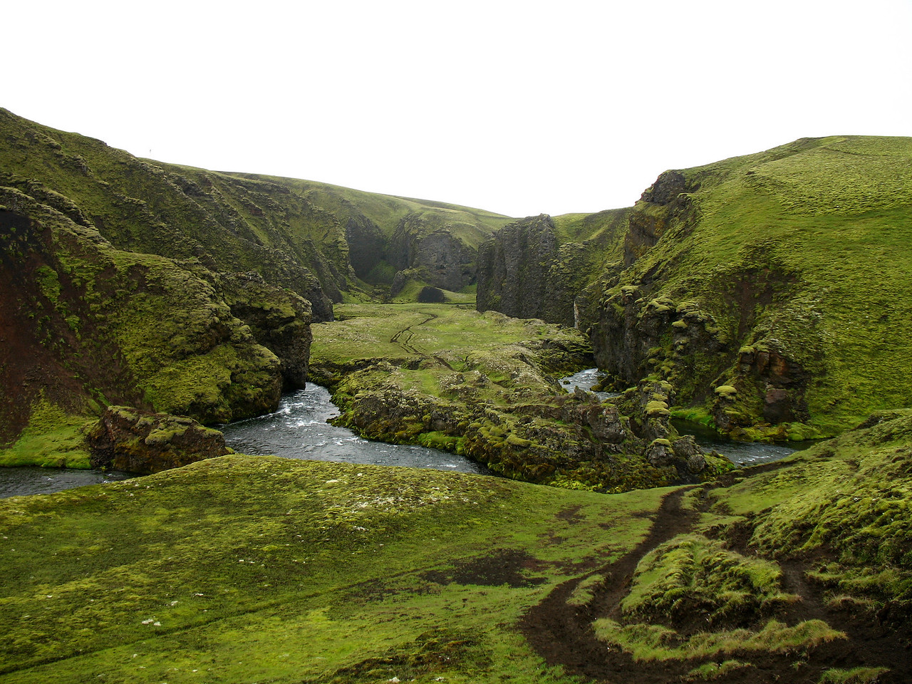 Syðri-Ófæra og Eldgjárhraunið finna sér þarna sameiginlegan farveg út úr Álftavatnakróki.