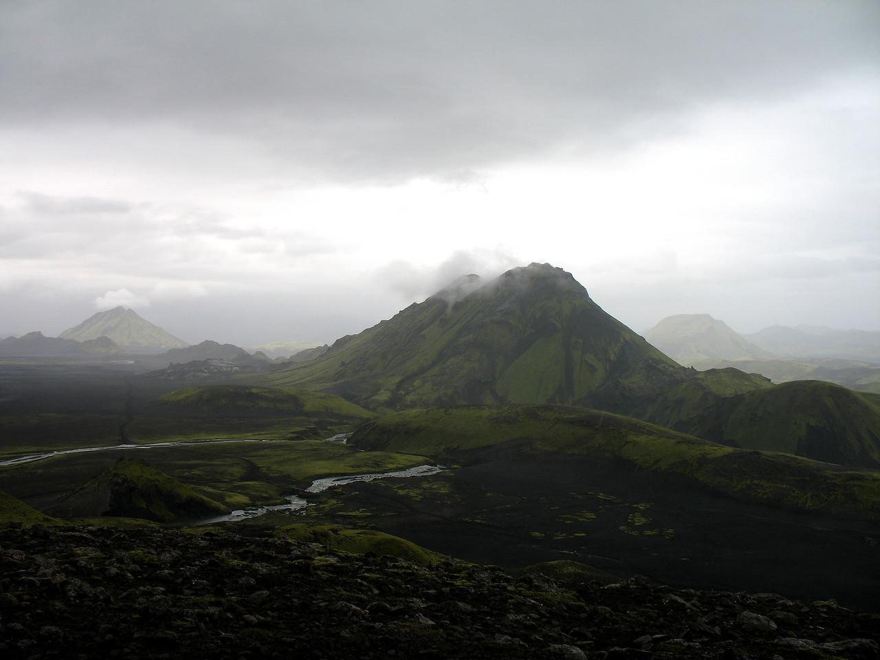 Þessi mynd var tekin ofan af Hvanngilshnausum, hér sést Stóra-Súla næst en fjær eru Hattafell vinstra megin og Stóra-Grænafell hægra megin.