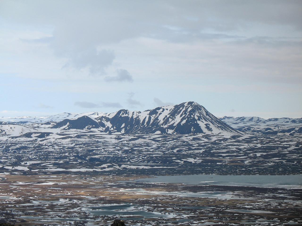 Horft til austurs, Hlíðarfjall felur Kröflu.