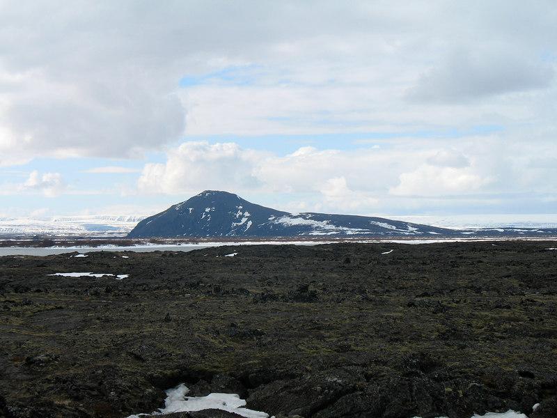 """Þótt ekki væri komið að Vindbelgjarfjalli tók ég þessa mynd af því """"í framhjáhlaupi"""" á leið okkar að Kröflu."""