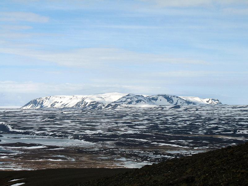Í norðaustur sér til Gæsafjalla.