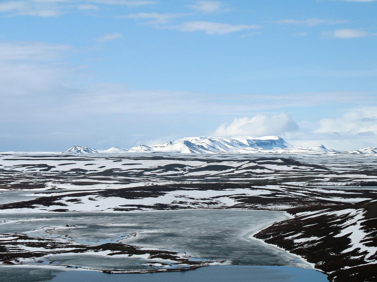 Horft til norðurs úr hlíðum Vindbelgjarfjalls, ég held að þarna sé Þverárhorn lengst til vinstri, þá Gustahnjúkur, Lambafjöll í baksýn.