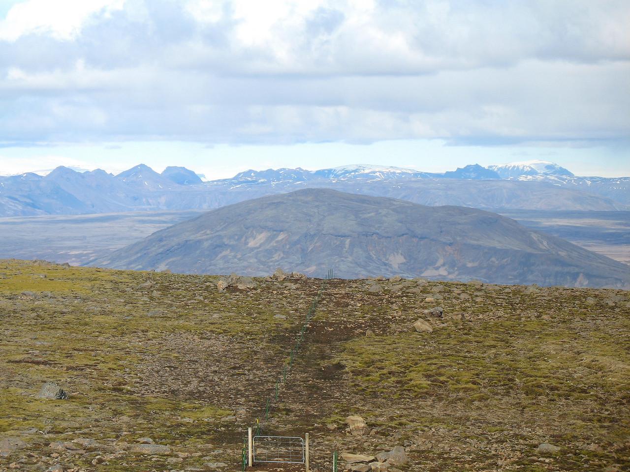 Kálfstindar, Skriða og Hlöðufell, Búrfell nær.