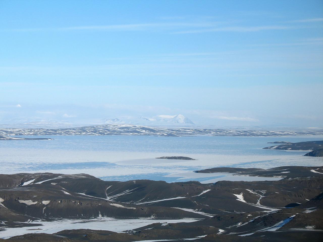 Útsýnið af toppnum - í hánorður sést Arnarfell hið mikla í Hofsjökli.