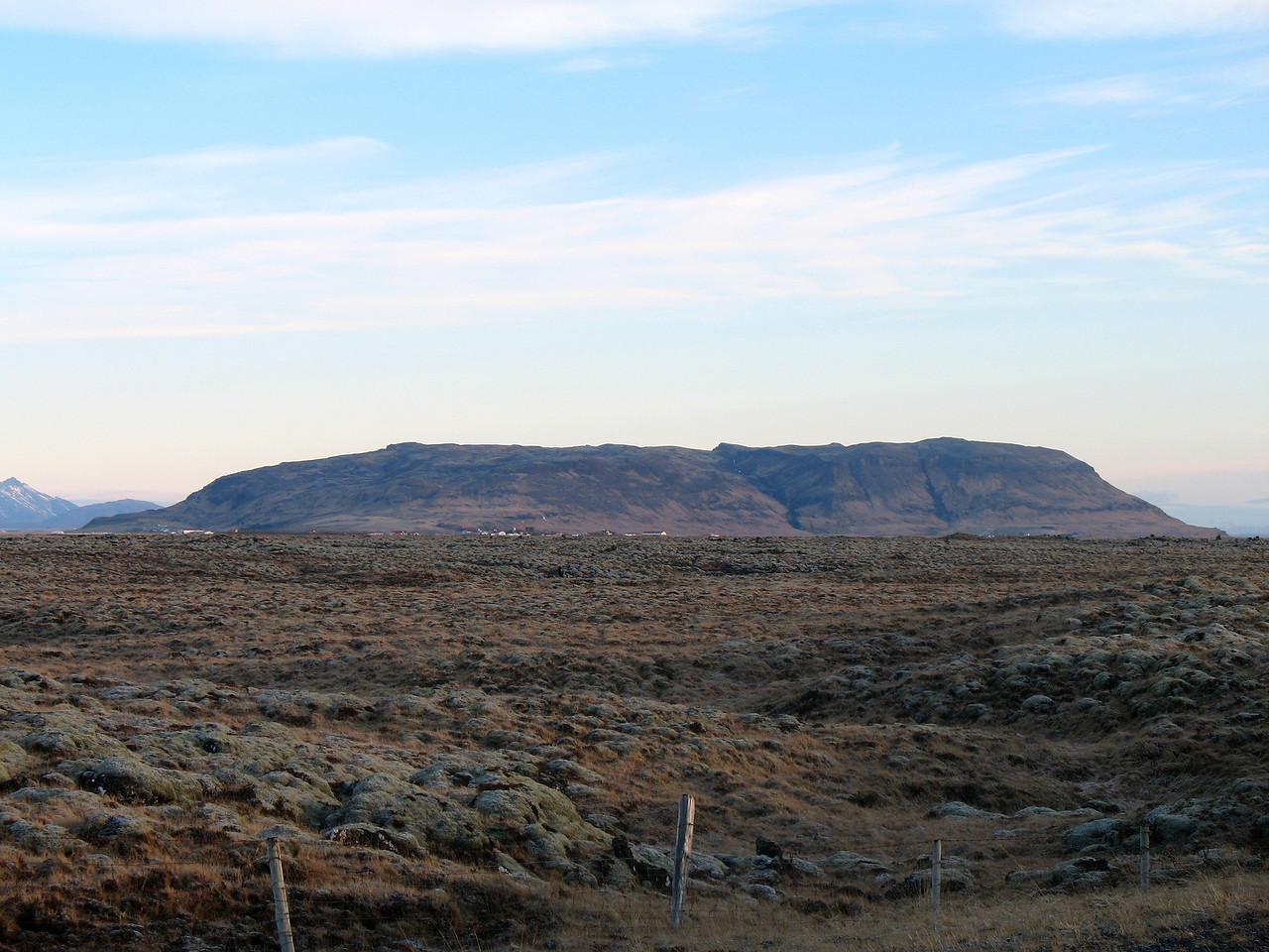 Vörðufell á Skeiðum séð út um bílgluggann.