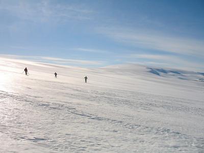 Lagðir af stað í hliðarhalla á skara! Geitlandsjökull í baksýn.