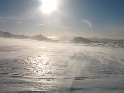 Frekar kuldalegt um að litast, þegar hér var komið sögu voru jeppamenn víst farnir að yfirgefa Langjökul vegna skafrennings og ófærðar.