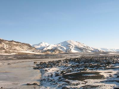 Að lokum litið til Presthnjúks og Hádegishnjúks út um bílgluggann.
