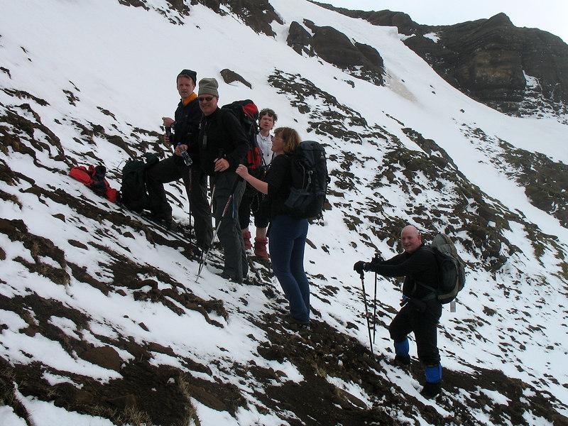 Þótt Hatta sé ekki hátt fjall (504 metrar) þá var dálítill snjór í hlíðinni.