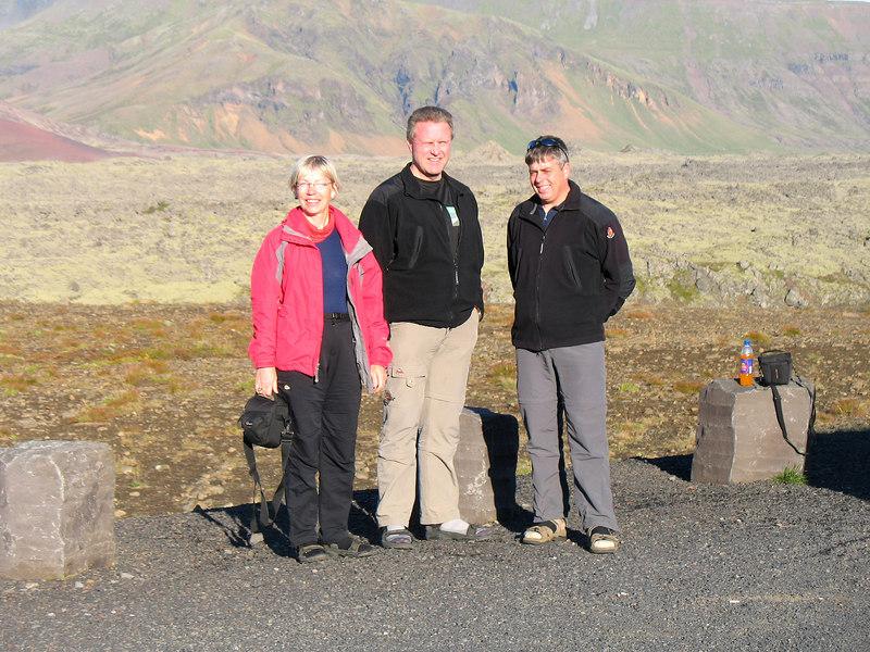 Gerður, Gunnar og Stefán á skemmtilegu bílastæði á Vatnaleiðinni.