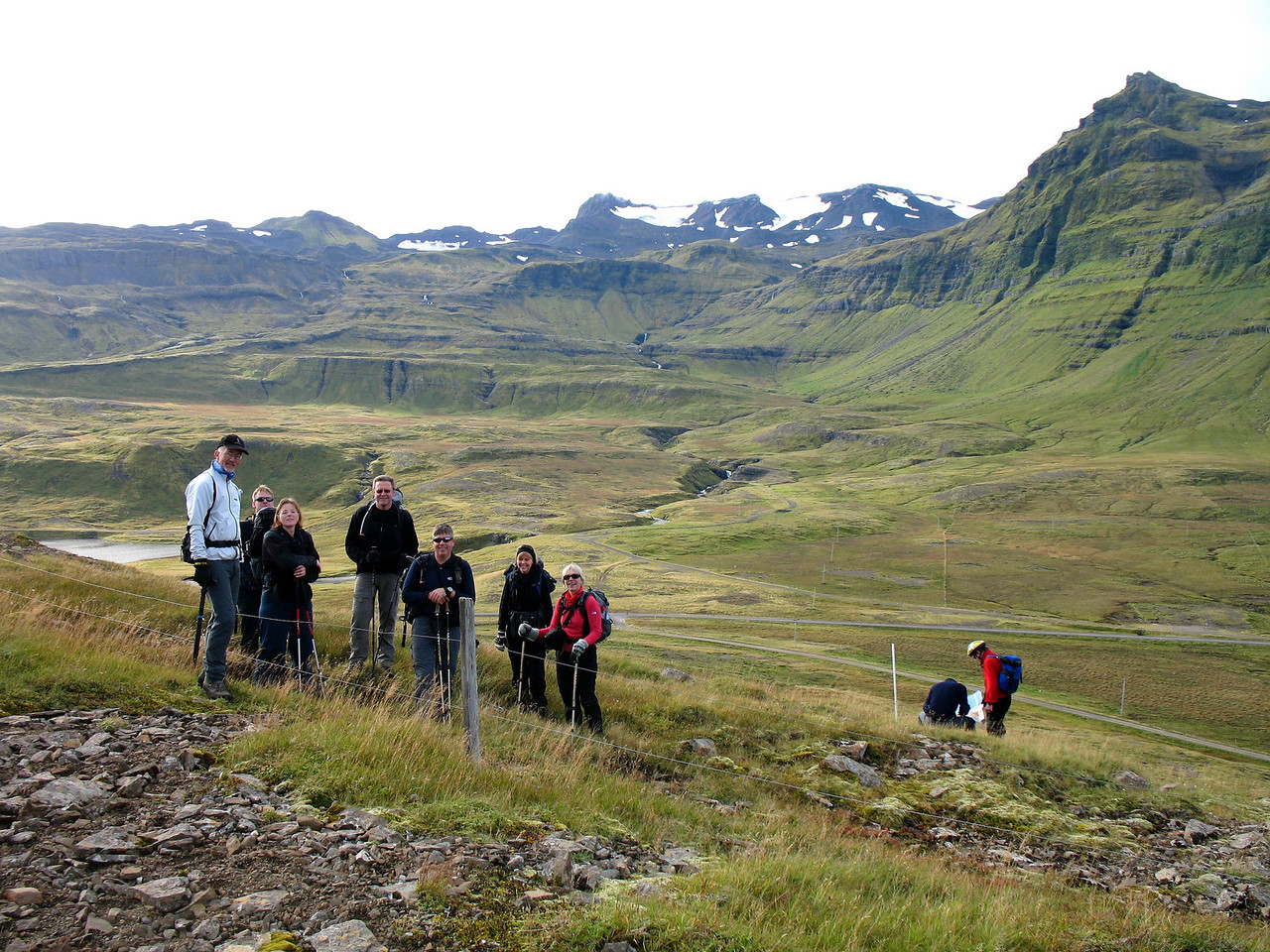 Lögð af stað. Þóroddur, Tómas, María, Gunnar, Stefán, Svana og Gerður. Skarphéðinn og Eilífur ráða ráðum sínum.