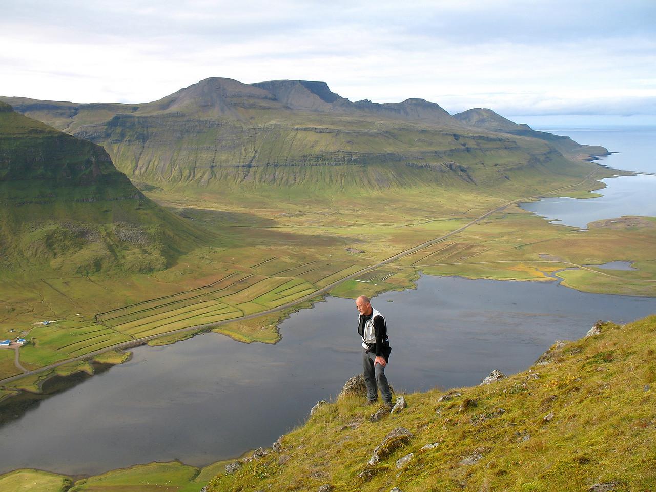 Þóroddur fylgist með aðgerðum á fyrsta kaðli.