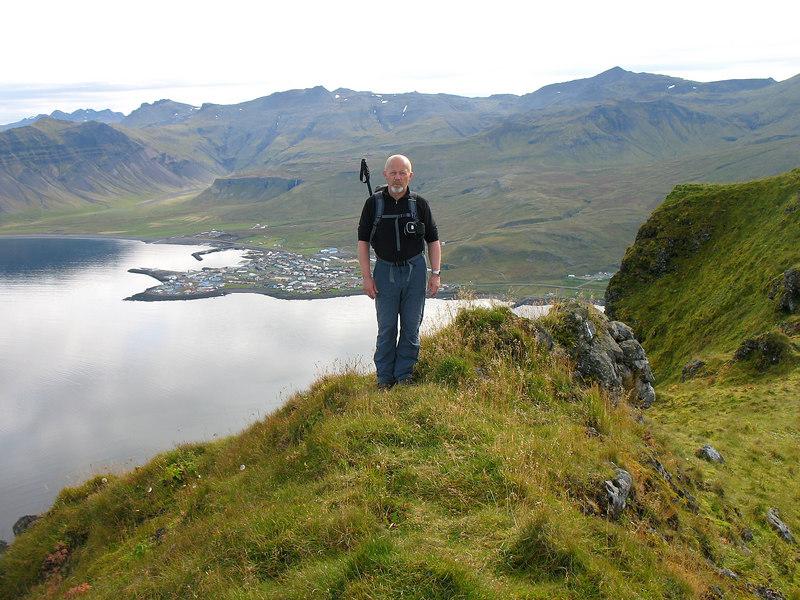 Þarna er ég kominn á mitt fjall, Grundarfjörður í baksýn.
