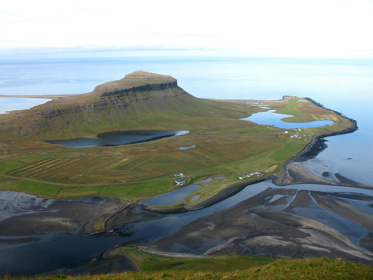 """Þetta fjall mun heita """"STöðin"""" - skrítið nafn á fjalli. Kvíabryggja í forgrunni."""