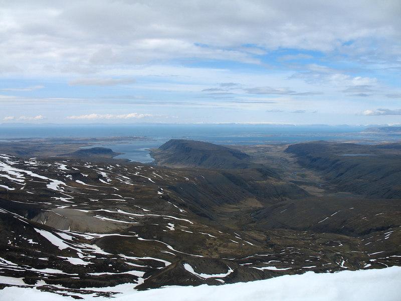 16:40 Horft niður eftir Stóra-Langadal, Álftafjörður vinstra megin við Eyrarfjall, Stykkishólmur fjær.
