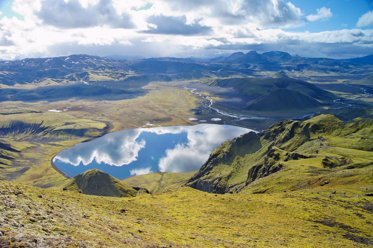 14:37 horft yfir Löðmundarvatn til Rauðufossafjalla. Rignir í byggð.