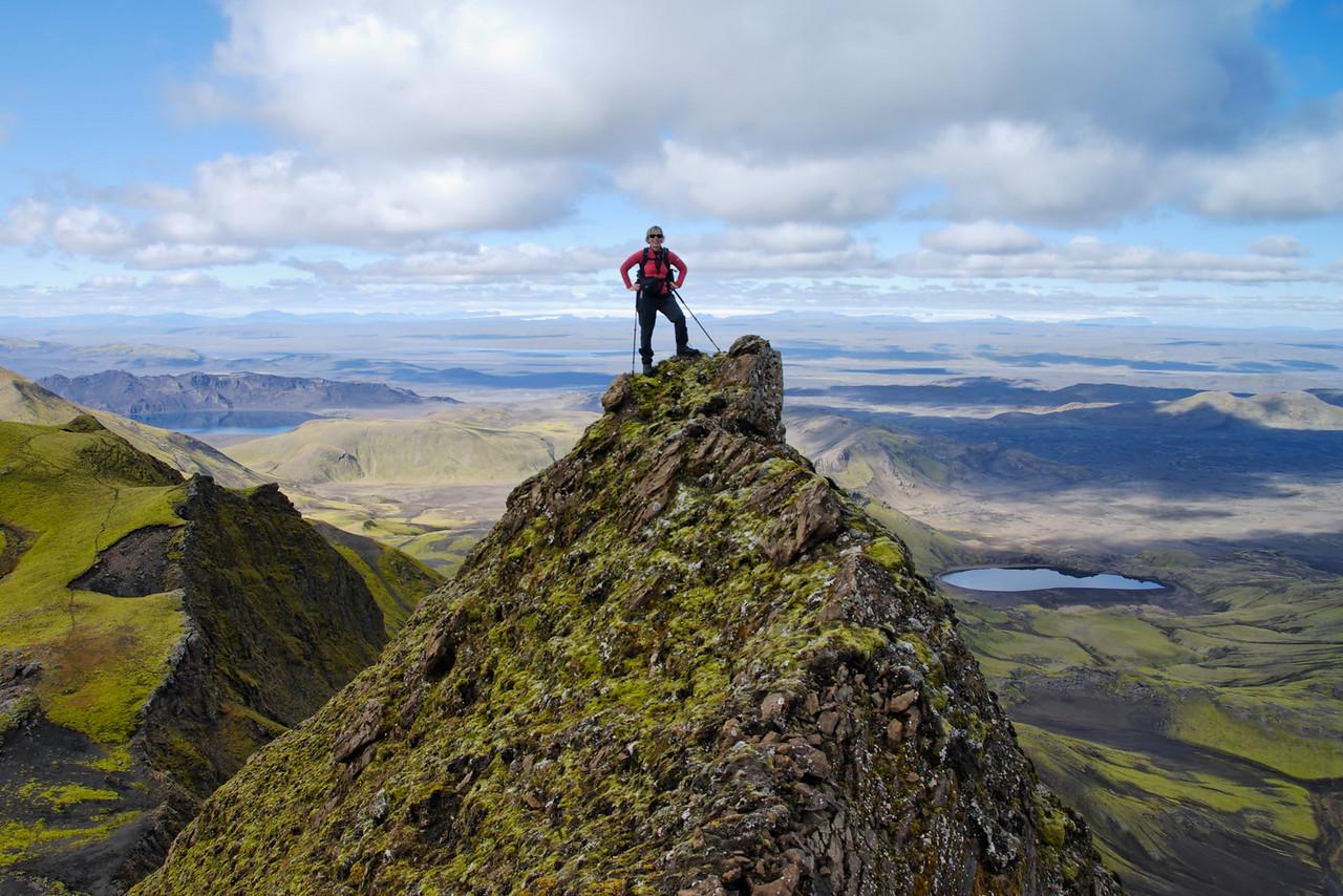 13:36 Gerður hreykir sér að tindátasið.