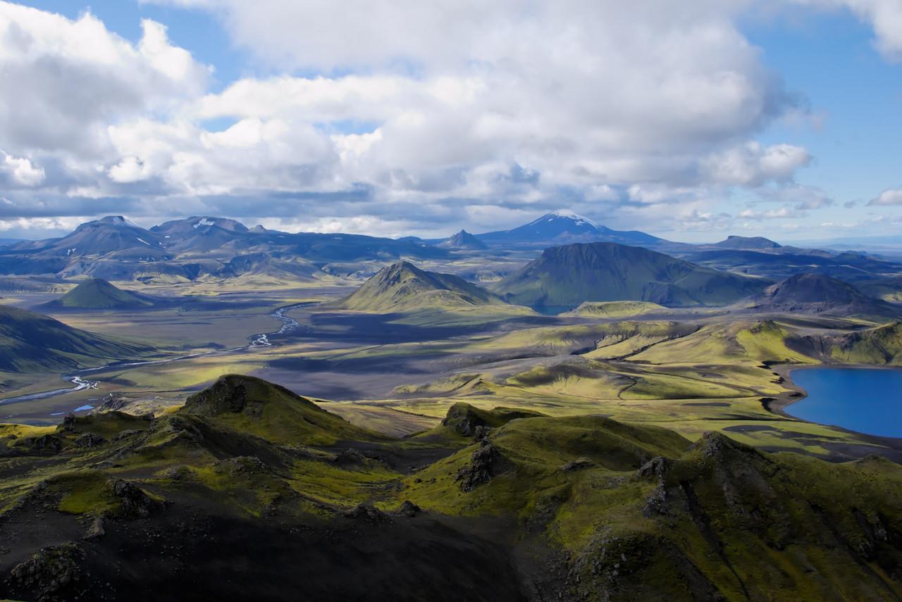 13:00 Útsýni til suðvesturs, hér er það Rauðufossafjöll og Heklu sem ber við himin.