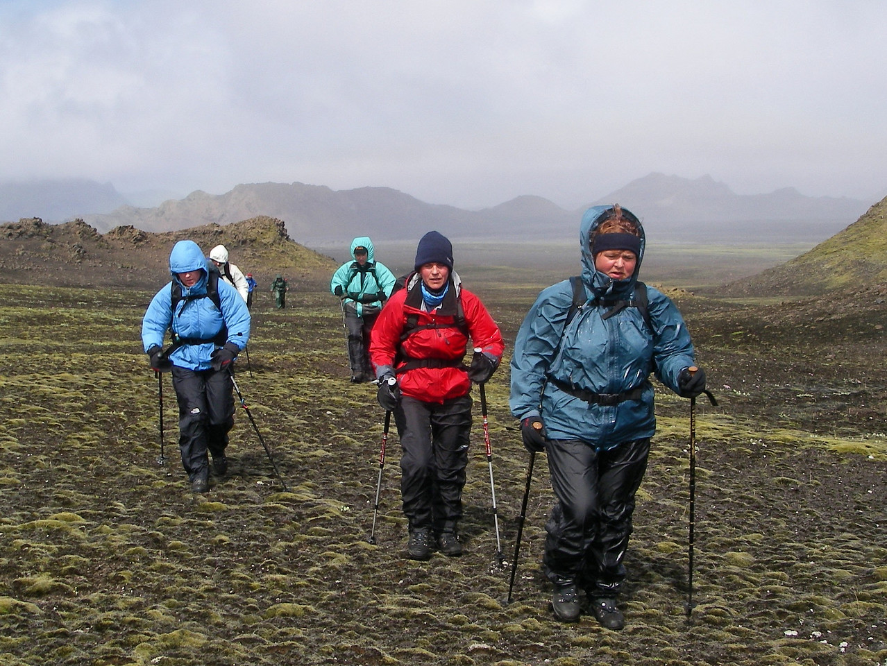 """Dagur 3, 12:56. Þarna erum við að fara """"fyrir hornið"""" á Stórkonufellinu, veðrið frekar dapurt."""