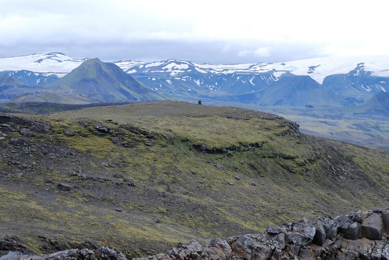 Dagur 3, 18:08 Litið í átt til Bása, Rjúpnafell til vinstri, Útigönguhöfði til hægri, Fimmvörðuháls á milli þeirra.