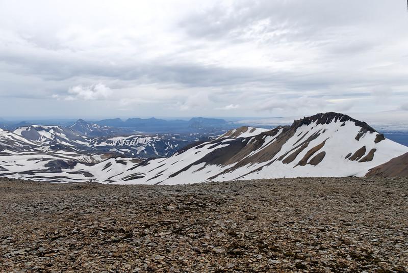 Dagur 2, 12:30. Hér er horft til suðausturs, við sjáum Strút, Einhyrning, Öldufell, Mælifell og nær Skerínef.