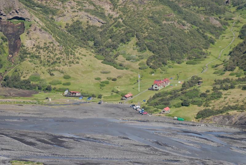 Dagur 5, 10:33. Litið niður á aðstöðu Ferðafélagsins í Langadal.