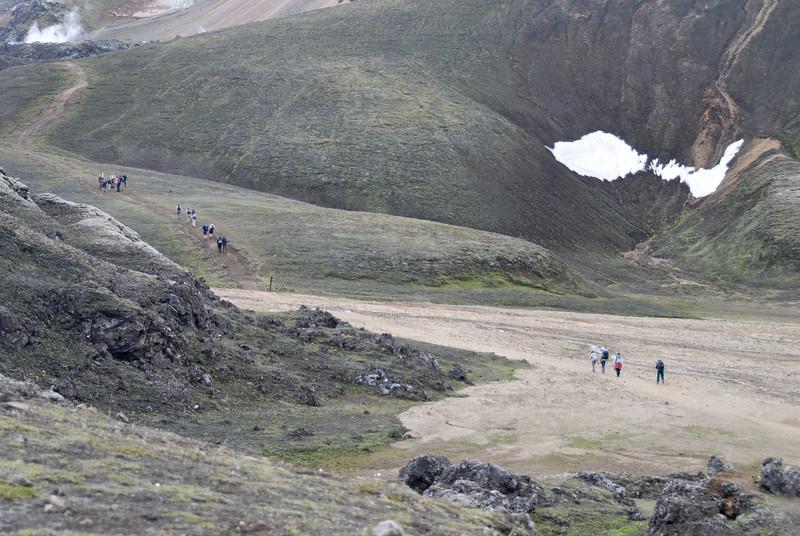 Dagur 1, 13:54 Fyrstu menn farnir að fikra sig upp hlíð Brennisteinsöldu.