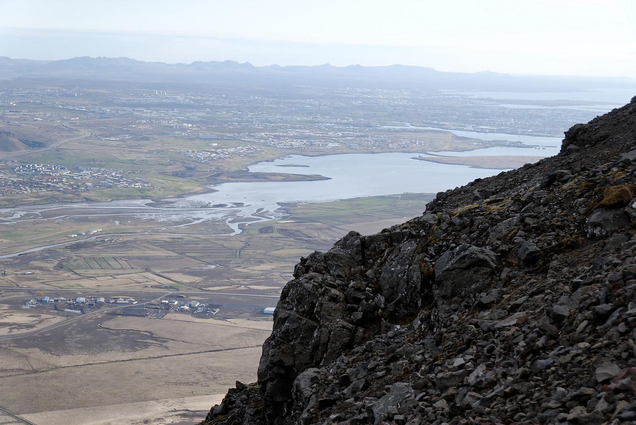 19:07 komnir langleiðina upp, litið til borgarinnar.