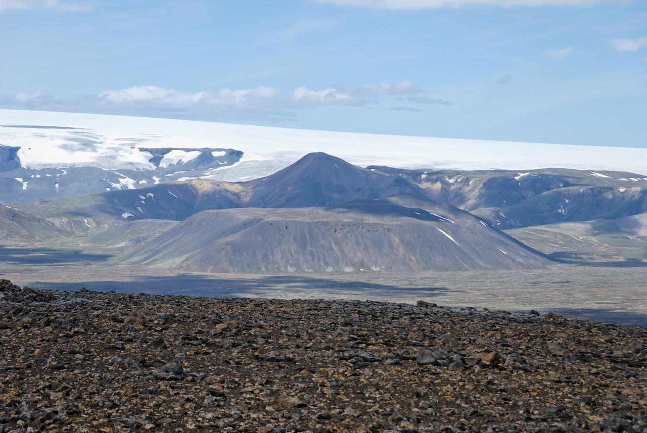 12:23 Þjófafell næst, Rauðkollur á bak við.