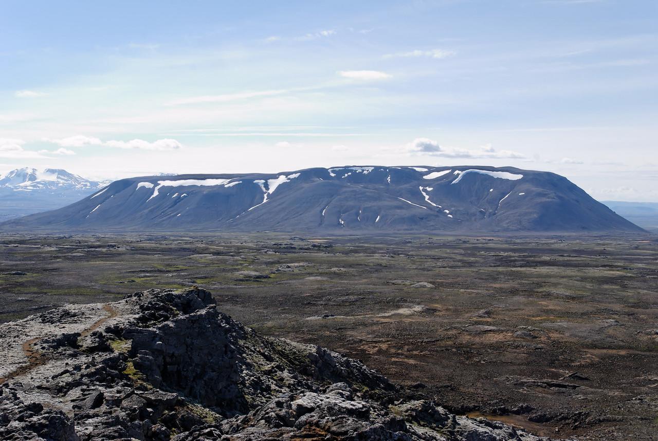 10:45 Kjalfell séð frá Strýtum í Kjalhrauni.