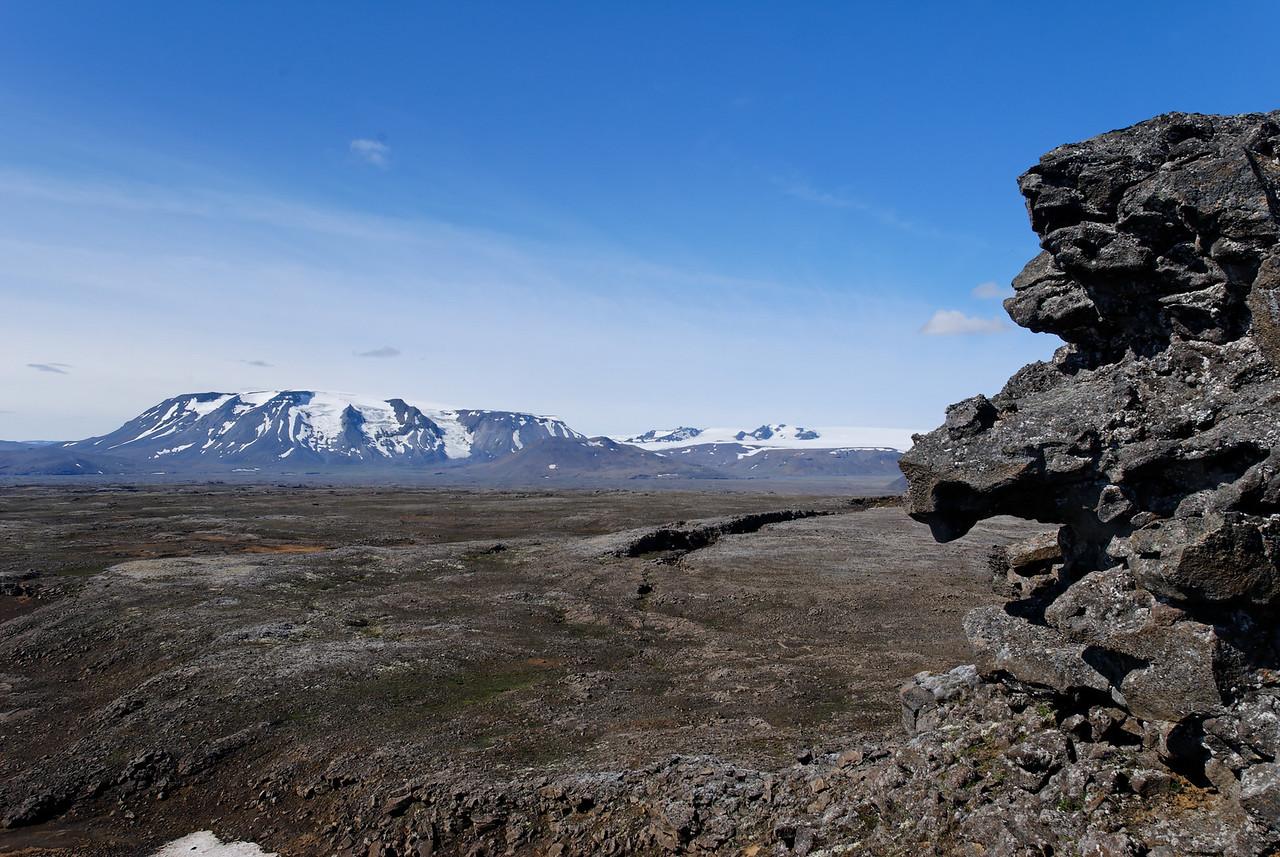 10:57 Strýtur notaðar til að ramma inn Hrútfell.