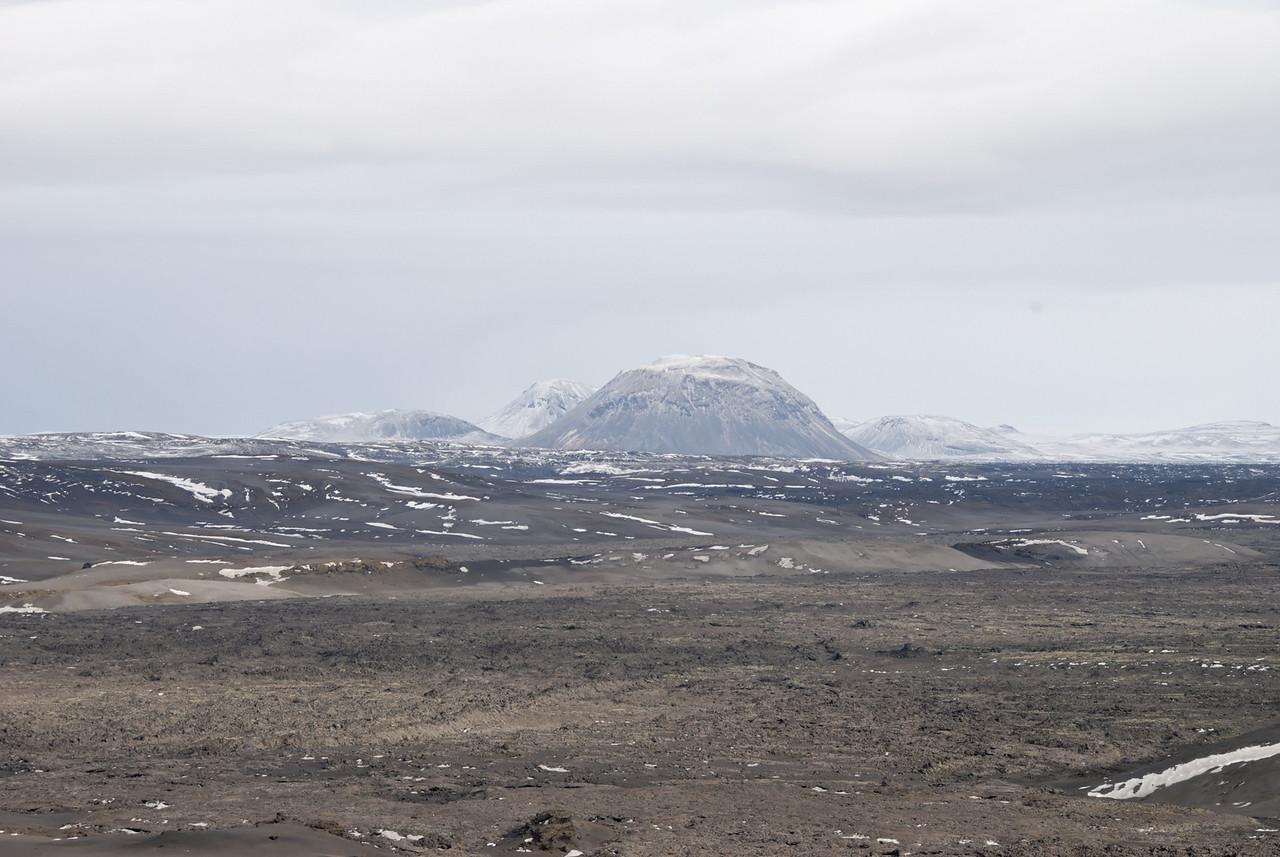 10:51 Þegar birti til sást til Hágangna í norðri.