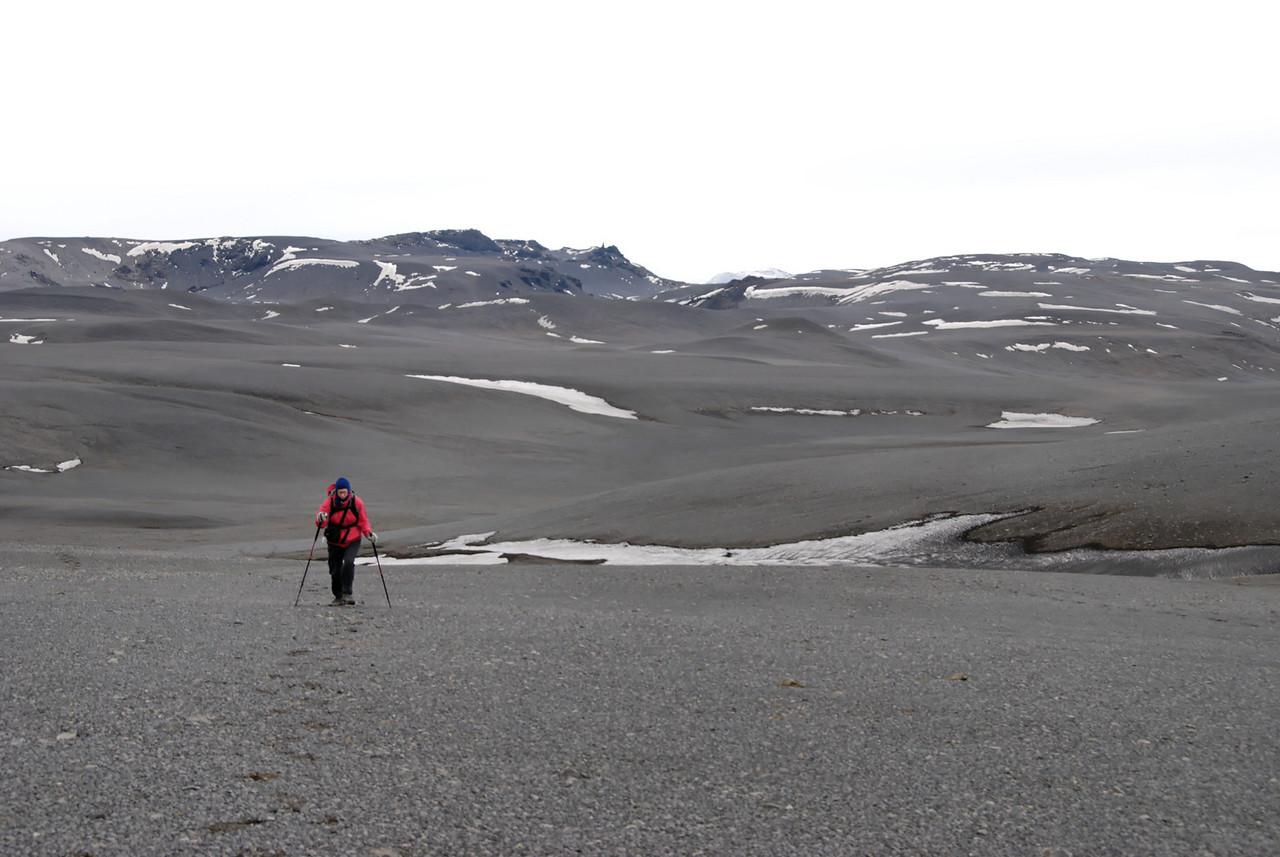 12:24 Gerður með Dór í baksýn.