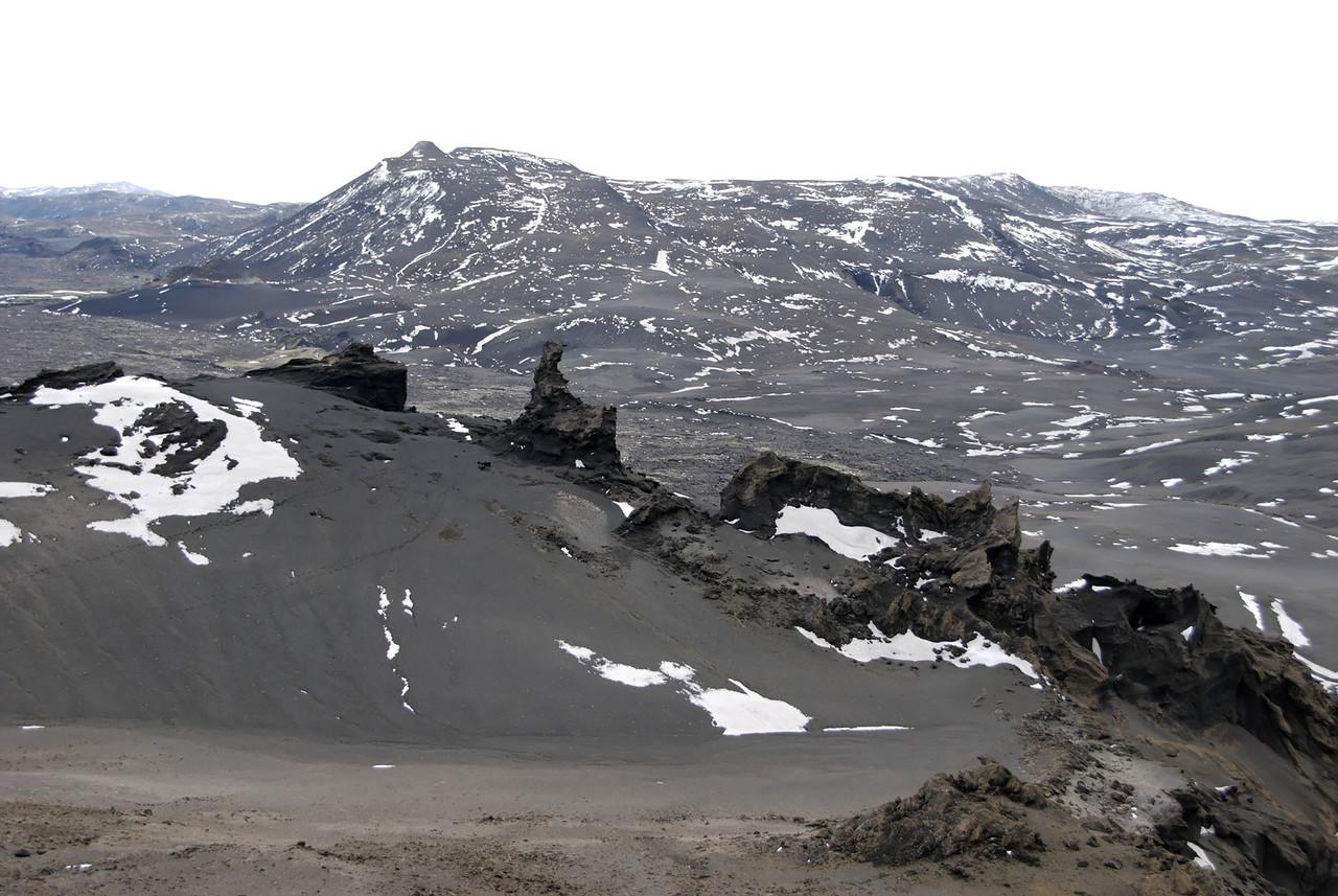 11:15 Við tókum smá hring á leið til baka, hér er litið niður á Dór.