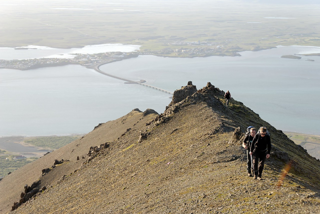 20:37 Stefán farinn að kíkja á hlíðina austan við okkur, við hin á leið að fá okkur kaffi.