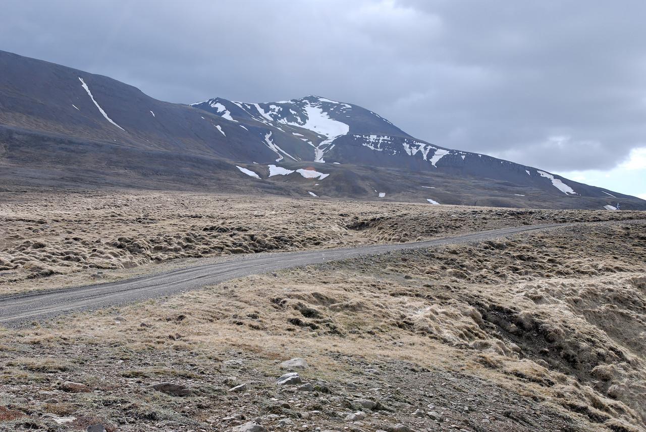 09:49 Horft til tindsins frá upphafsstað göngunnar.